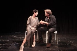דן תורג'מן ונטלי עטיה בהצגה לכודים (צילום: מיקי שמידט)